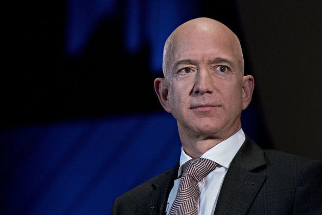 Le patron d'Amazon Jeff Bezos accuse un tabloïd proche de Trump de