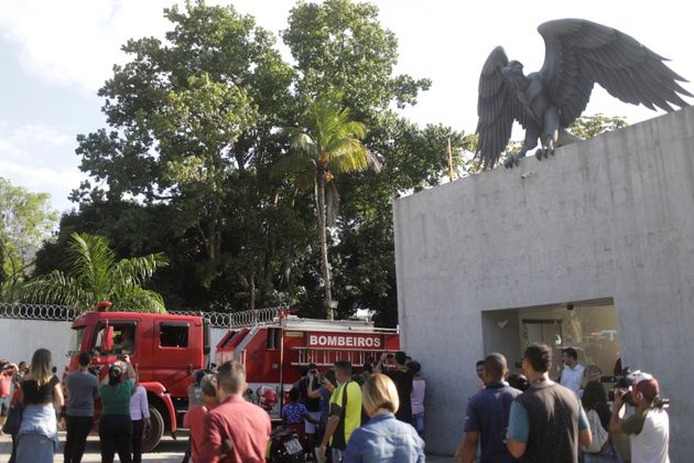 Incêndio em alojamento de jogadores da base do Flamengo deixa ao menos 10