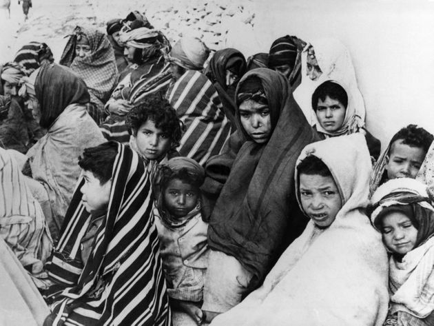 Après le bombardement par l'aviation française du 8 février 1958 du village tunisien...
