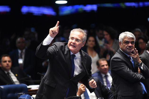 Após abandonar a disputa pelo comando do Senado, Renan Calheiros viajou para Alagoas no último...