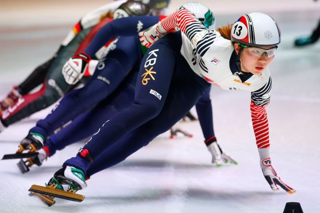 Shim Suk-hee competes in one of the heats of the women's 1,500-meter race of the ISU World Short Track Speed Skating Championships in Rotterdam, Netherlands, on March 10, 2017.