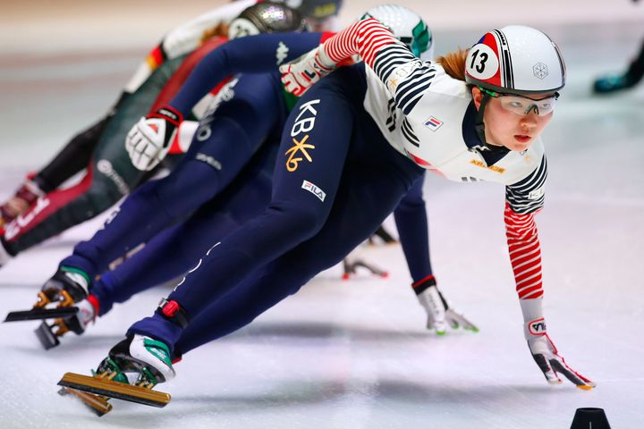 Shim Suk-hee competes in one of the heats of the women's 1,500-meter race of the ISU World Short Track Speed Skating Ch