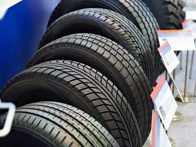 Trocar pneu de uma posição para outra equaliza o desgaste do