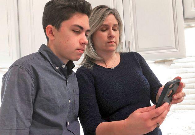アップル、「グループFaceTimeバグ」を発見した少年に教育費を援助