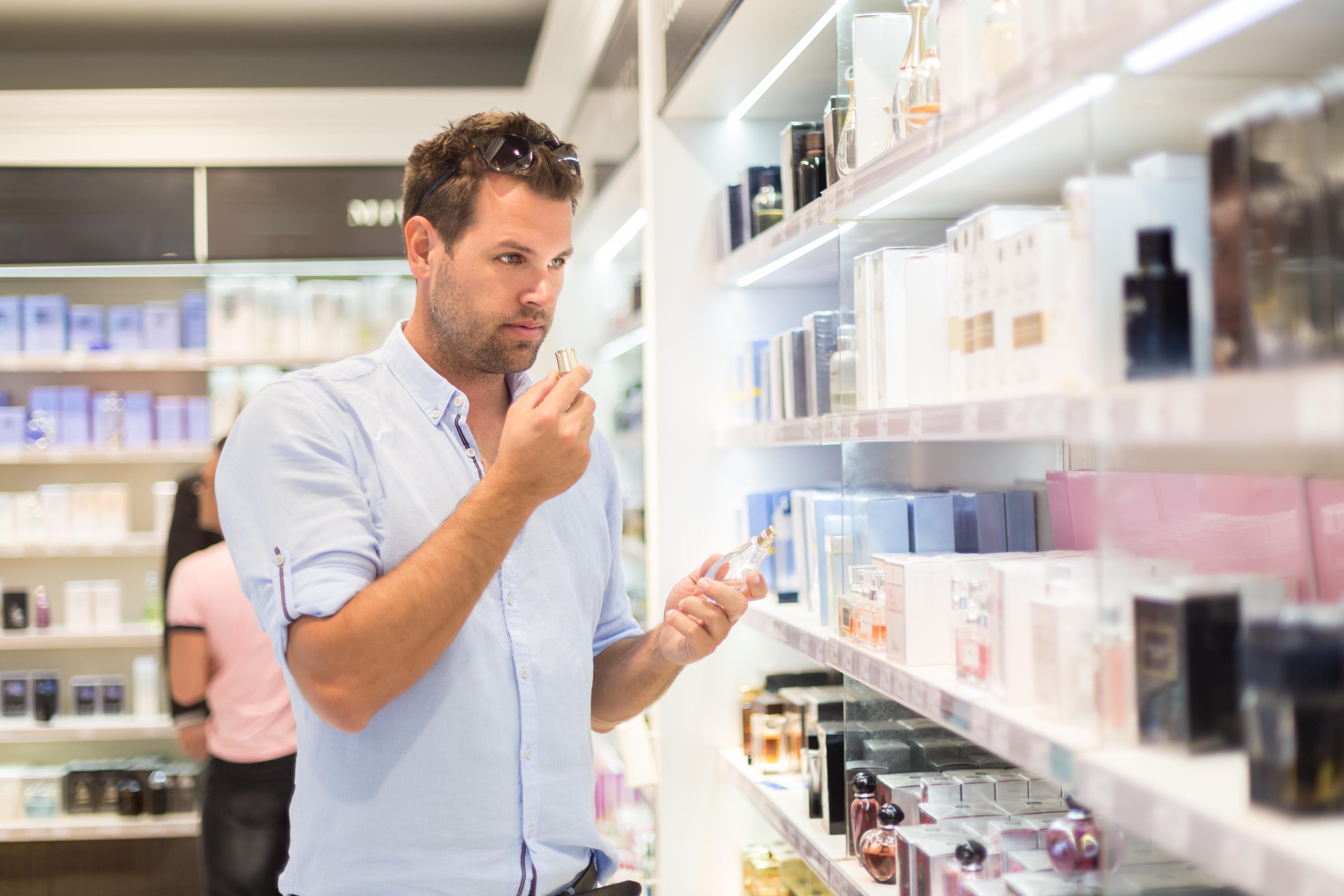 Η Chanel μόλις κυκλοφόρησε σειρά μακιγιάζ για άνδρες: Ποιοι την έχουν ήδη