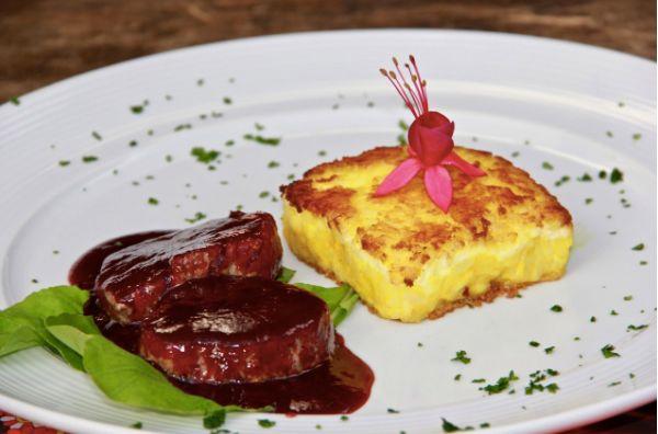 Escalope de filé mignon com redução de vinho tinto e goiabada cascão: fora da Restaurant Week, prato custa quase R$ 90