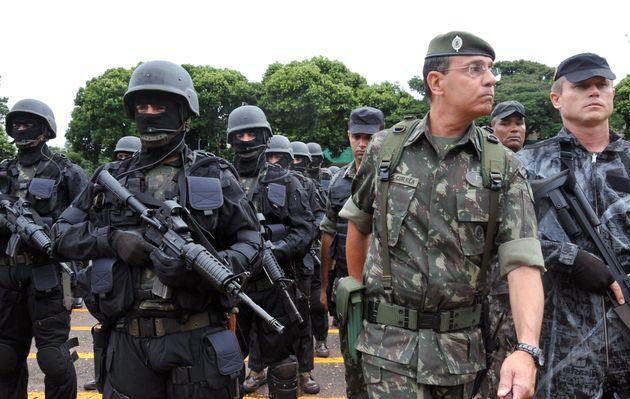 GeneralJesus Corrêa (à direita) já foicomandante da 11ª Região...