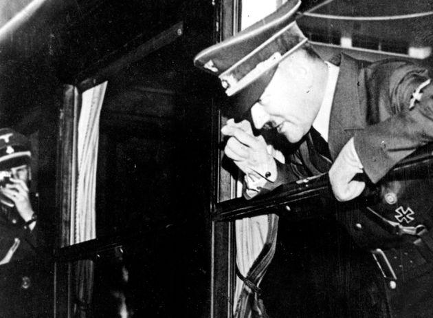 Στα αζήτητα οι πίνακες του Χίτλερ που δημοπρατήθηκαν στη