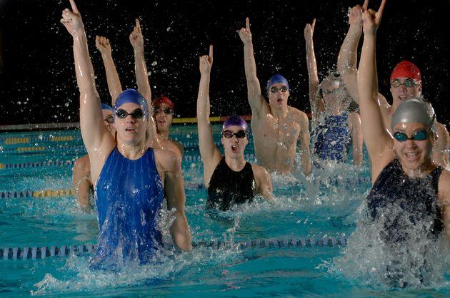 나는 헬스장과 수영장에서 다른 사람들과 친해지고 싶지