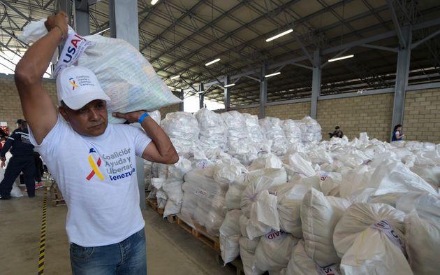 L'aide humanitaire, arme politique au coeur du duel