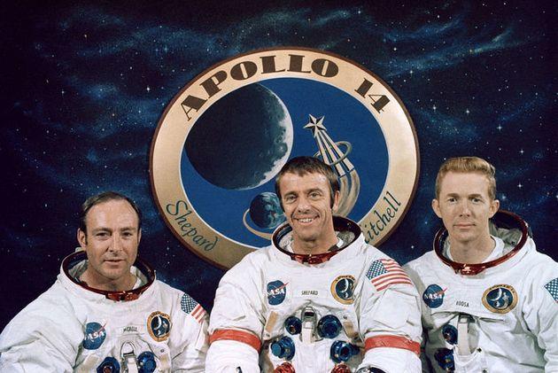 아폴로 14호 승무원들. 가운데 있는 사람이 사령관 앨런