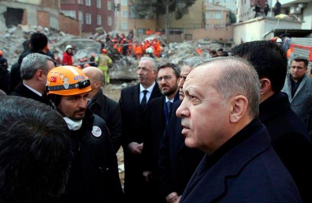 Istanbul: L'effondrement d'un immeuble fait 21 morts, Erdogan rend hommage aux