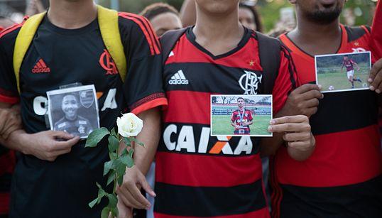 A emocionante homenagem da torcida do Flamengo aos 'garotos do