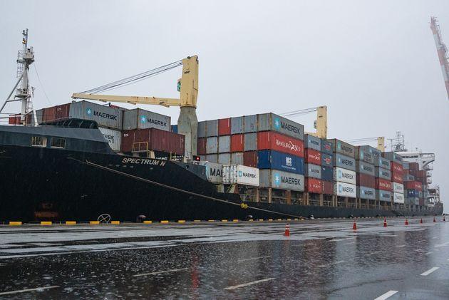 지난 3일 오전 6시 30분 한국에서 필리핀으로 불법 수출된 플라스틱 쓰레기 1400톤을 실은 선박 '스펙트럼 N(SPECTRUM N)' 호가 평택항에