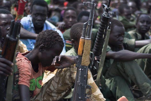 Ημέρα του Κόκκινου Χεριού: 250.000 παιδιά - στρατιώτες βρίσκονται σε