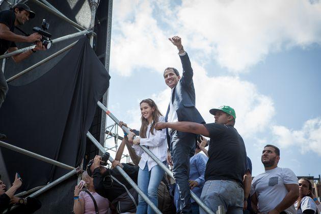 Βενεζουέλα: Ο Γκουαϊντό κατηγορεί τον στρατό ότι διαπράττει «έγκλημα κατά της