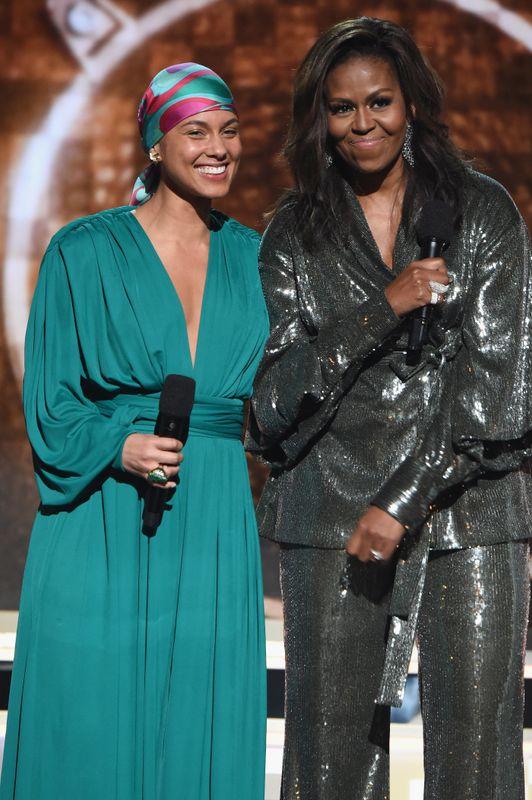 Η Μισέλ Ομπάμα φοράει Sachin & Babi.