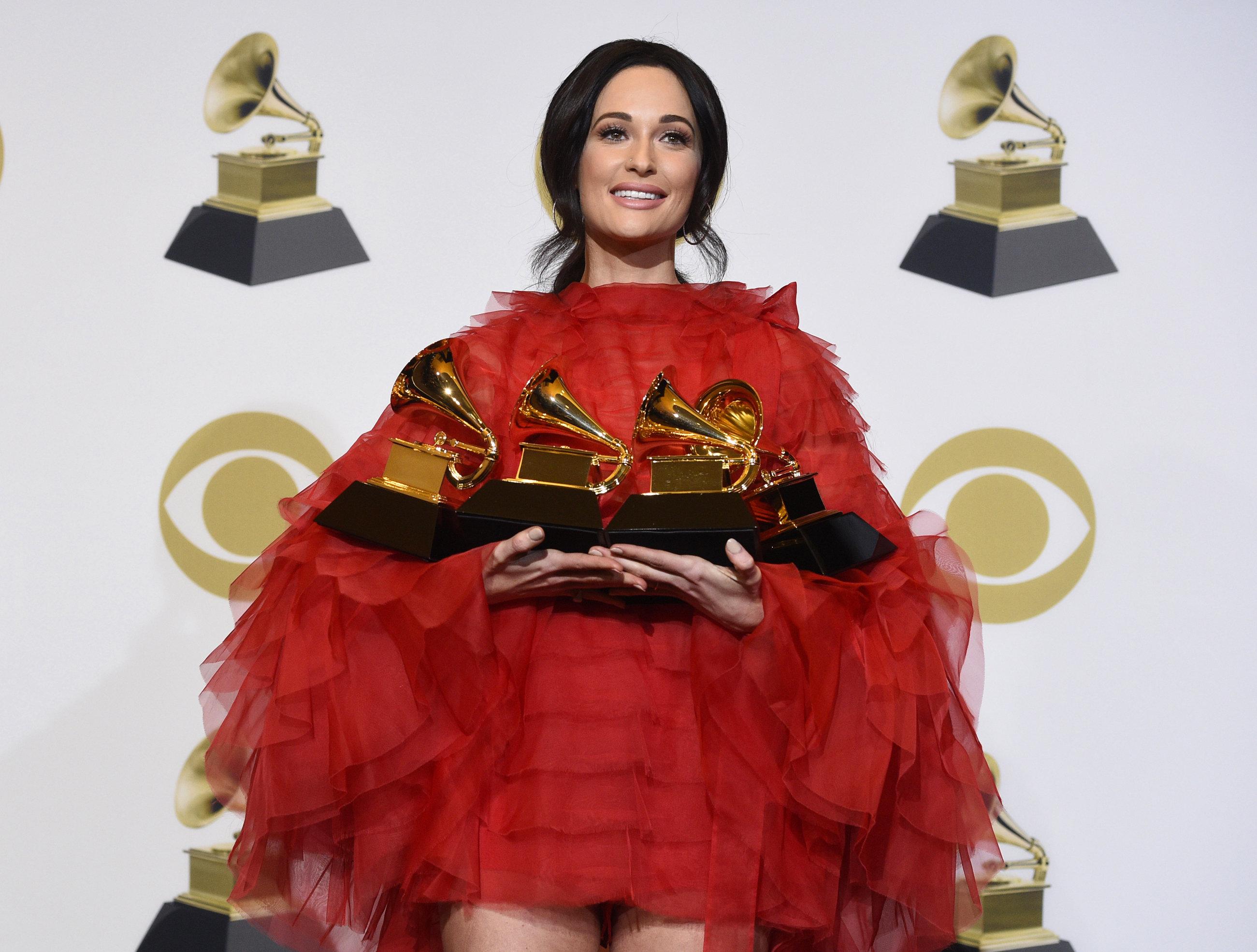 Qui est Kacey Musgraves, gagnante de l'album de l'année aux Grammy Awards
