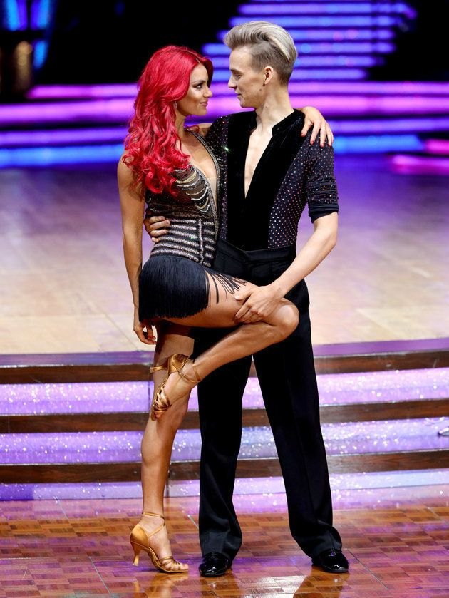 Joe Sugg Awkwardly Drops Girlfriend Dianne Buswell During Lift On Strictly Live