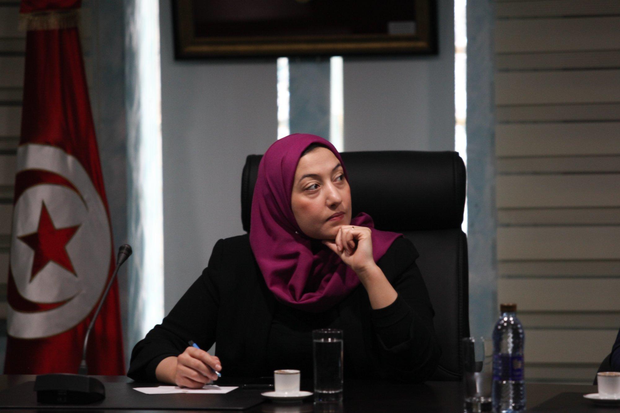 La ministre de l'Emploi Saida Ounissi dément avoir quitté