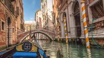 A gondola ride is one of the tourist pleasures offered by the beautiful city of Venice, in Italy. The visitor should not miss the opportunity to know the relaxing experience and see the city from this point of view especially when the weather permits.