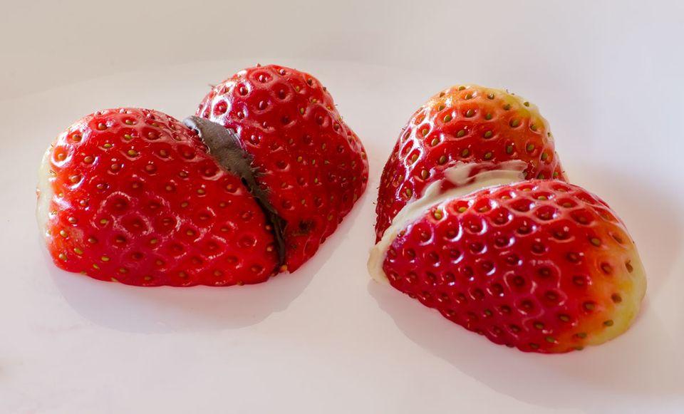 Γεμιστές φραουλοκαρδιές με επικάλυψη σοκολάτας και γεύσεις