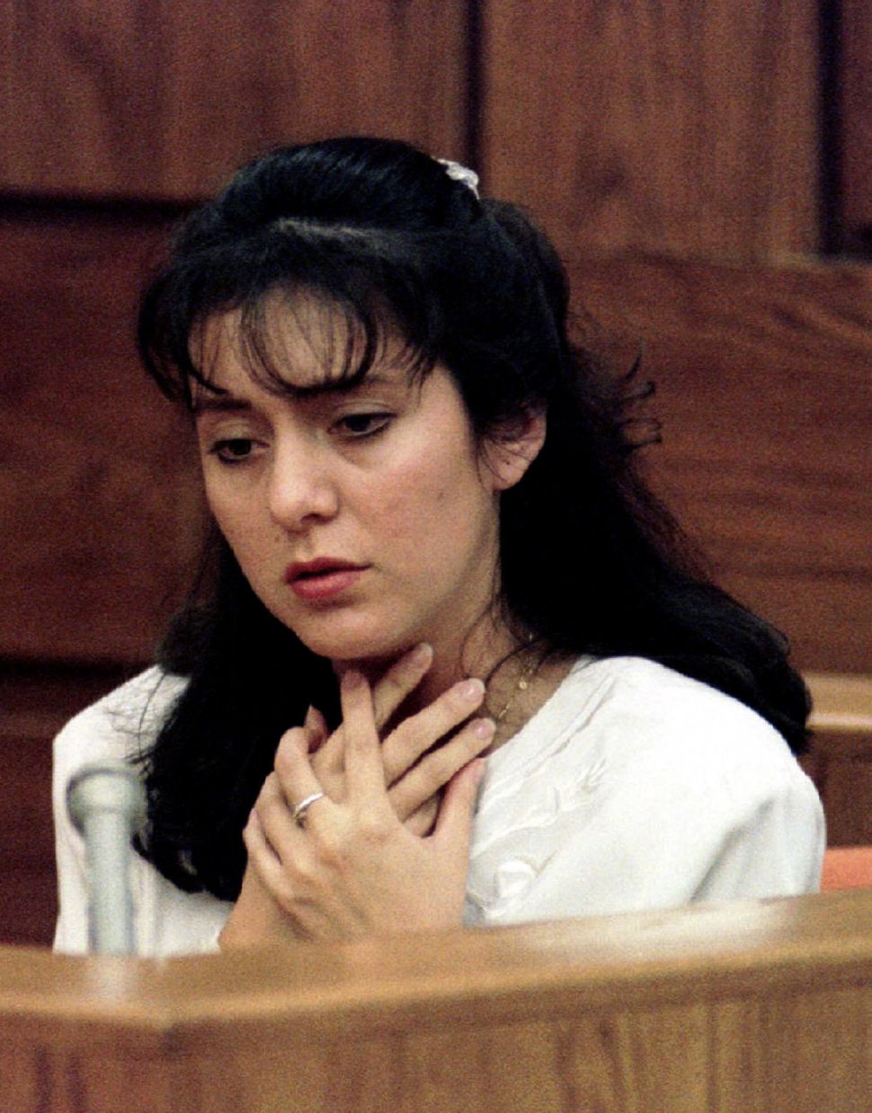 Bobbitt in court in Manassas, Virginia, in January 1994, describing how her husband choked her.