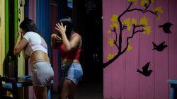 Έφυγαν από τη Βενεζουέλα για μια καλύτερη ζωή - Τώρα πουλάνε το κορμί τους για να ζήσουν τα παιδιά