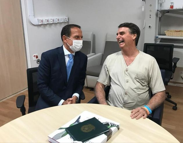 Bolsonaro tem alta da unidade semi-intensiva e vai para o
