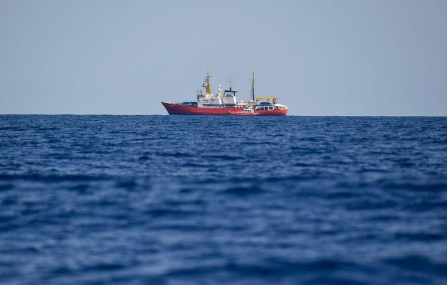 Ακυβέρνητο πλεούμενο με 150 πρόσφυγες και μετανάστες στα ανοιχτά της