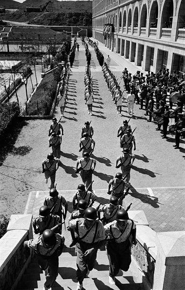 Parade militaire à Madrid à l'occasion de la visite du roi Mohammed V en avril