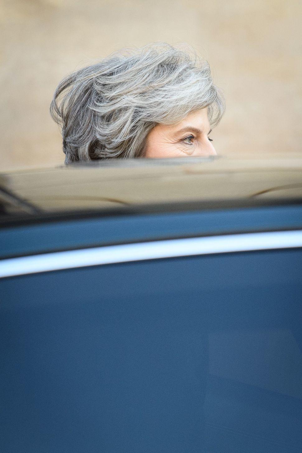 Kritiker werfen May seit Beginn ihrer Amtszeit vor, von den Hardlinern in der eigenen Partei als Geisel...