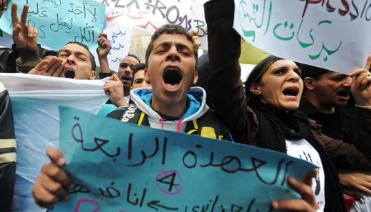 """Cinquième mandat de Bouteflika: Mouwatana """"refuse le retrait"""" et appelle à une mobilisation"""