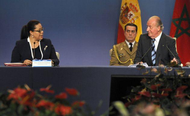 Le roi Juan Carlos aux côtés de Meryem Bensallah, ancienne présidente de la CGEM,...