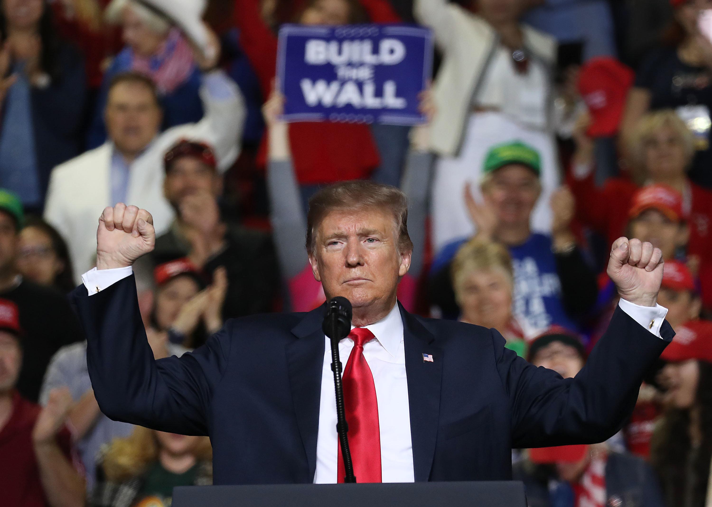 트럼프가 지지자들에게 : 국경 장벽이 목숨을