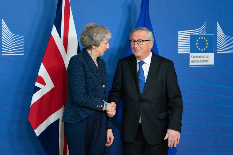 Theresa May mit Jean-Claude Juncker in