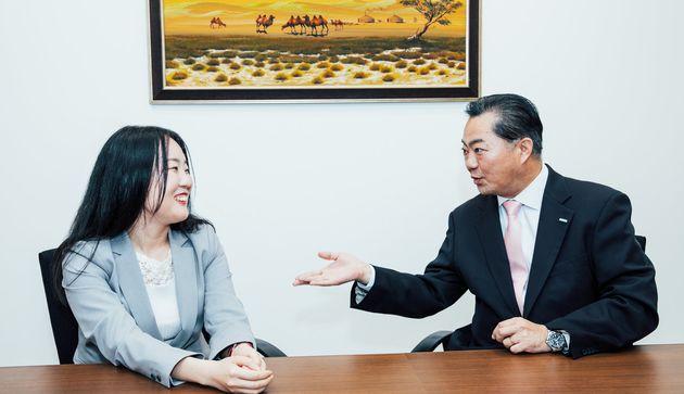 左から、クラウドクレジット株式会社の松浦麗華さん、モンゴル貿易開発銀行東京事務所長の内田肇さん