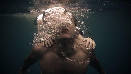 Ρενέ Ρεβάχ: Οι άνθρωποι κάτω από το νερό είναι σαν να αιωρούνται στο