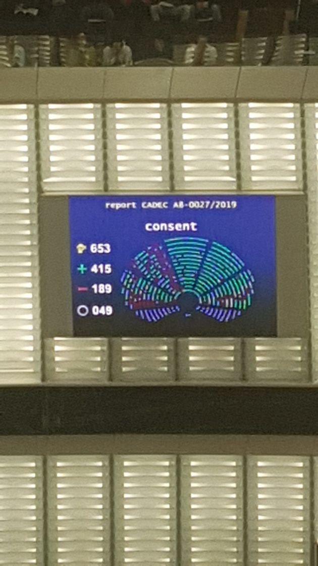 Il y a eu 415 voix pour, 189