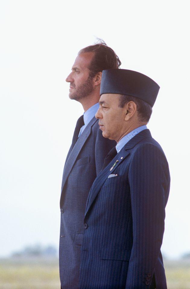 Juan Carlos et le roi Hassan II à l'aéroport de Fès, qualques instants après...