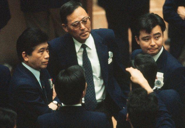 肩を落とす証券マン(東京都兜町の東京証券取引所) 撮影日:1990年03月22日