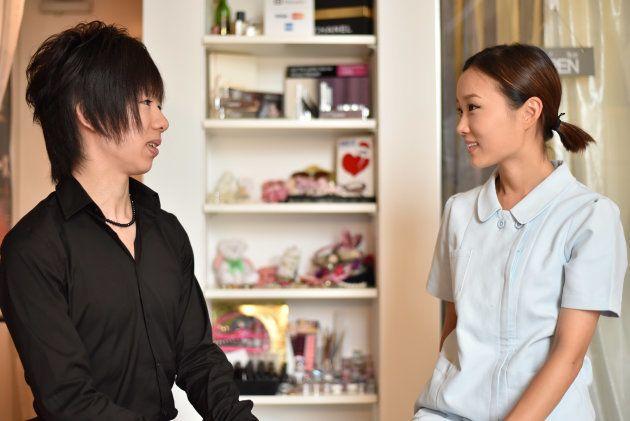 談笑する中村さんとIMAさん