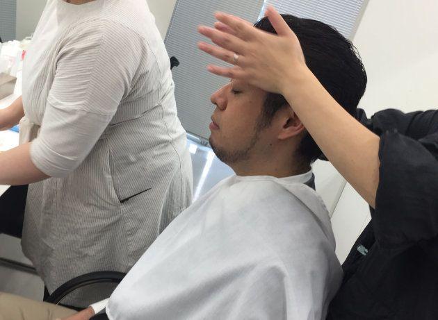 メイクと髪のセッティング中