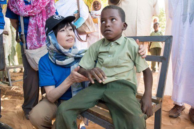 ロバに乗ってアルデーバ学校に通う、ムトゥウェリくん(7歳)