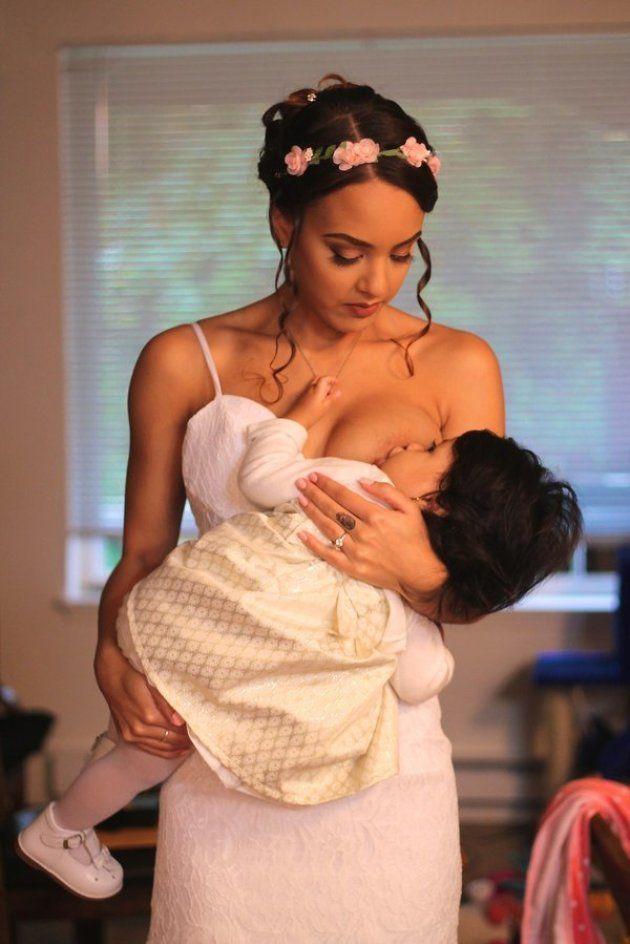 ママ花嫁は、ウェディングドレスで授乳する(画像)