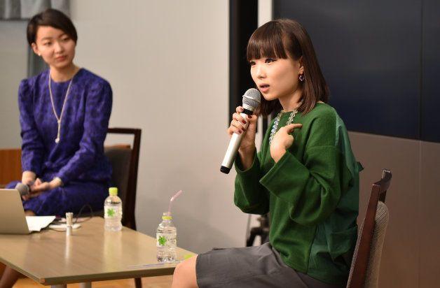 イベントで話すIMAさん(右)と井土亜梨沙=大阪市北区