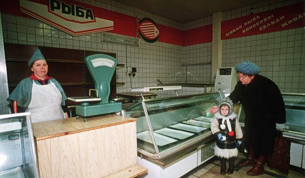 商品がまったくない食料品店(ソ連・モスクワ)撮影日:1990年11月22日