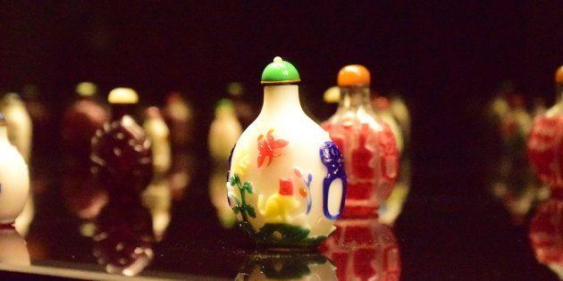 エピローグ―清朝ガラスの小宇宙」展示風景(すべて町田市立博物館)/HuffPost