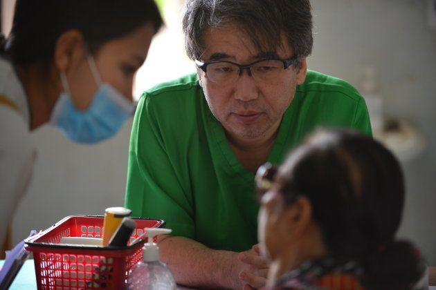 「自分が幸せになりたかったら...」無償で途上国の子どもを助ける吉岡秀人医師が「あいのり」で語った時間論
