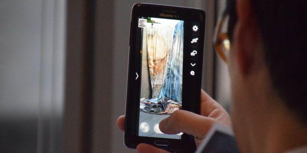 参加者はスマホやデジカメで作品を写真に収めていった